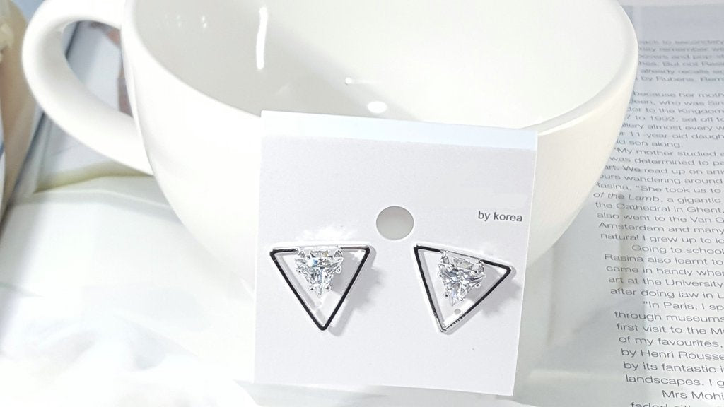 Korea Style Trendy Triangle Shape Crystal Earrings Close View