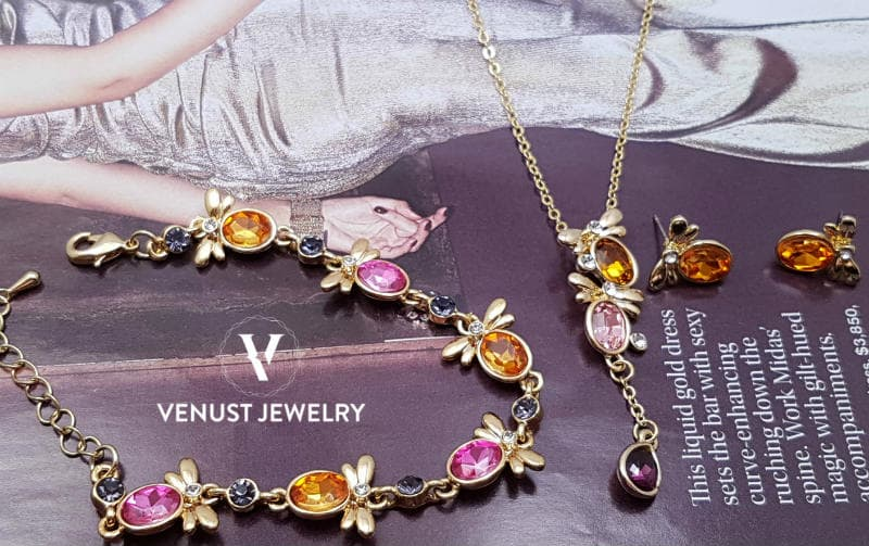 Flattering Bees Design Jewellery Set Gold Colour View