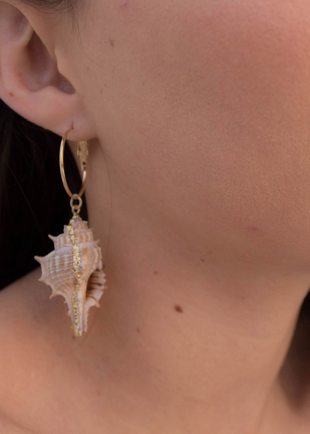 Pendant Conch Hoop Earrings