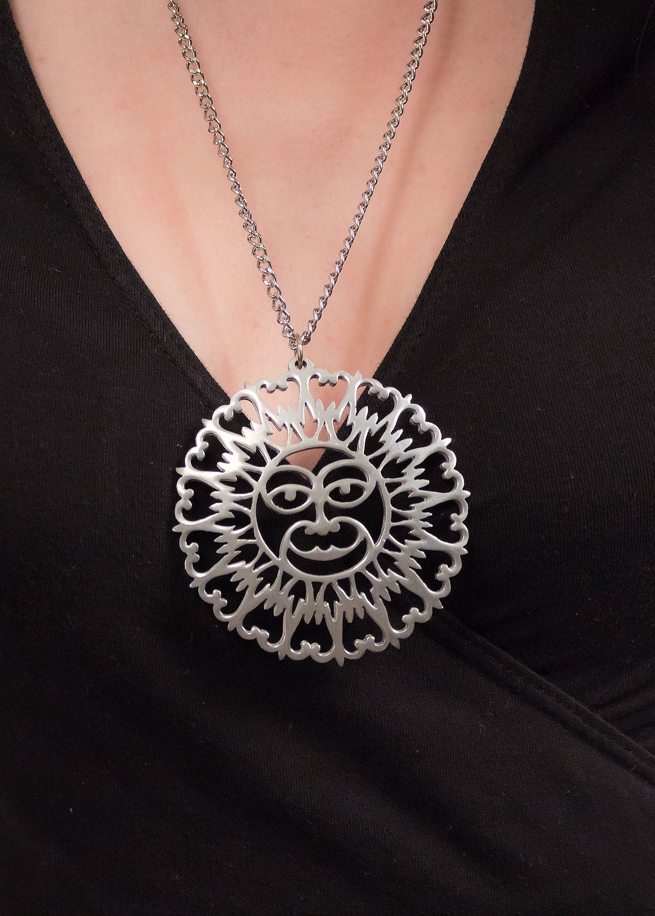 70s Oversized Sun Pendant Necklace