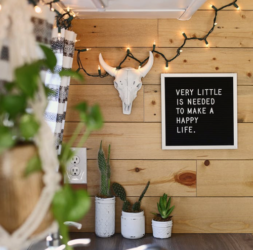 7 Minimalist Ideas to simplify life in 2018.. www.littlewillowvintage.com