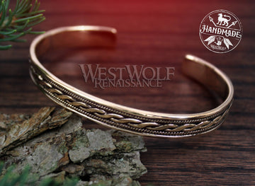 Celtic Twist Design Bracelet - Made of Polished Golden Bronze