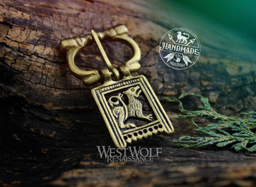 Belt Buckle with Heraldic Direwolf Design