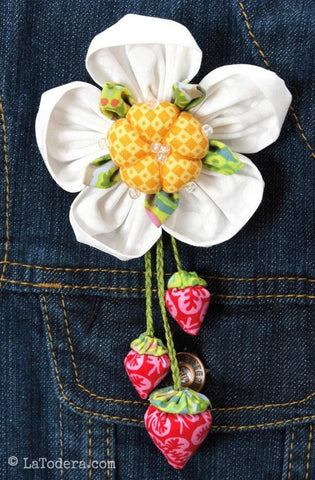 Berry Bunch Brooch PDF Pattern - La Todera