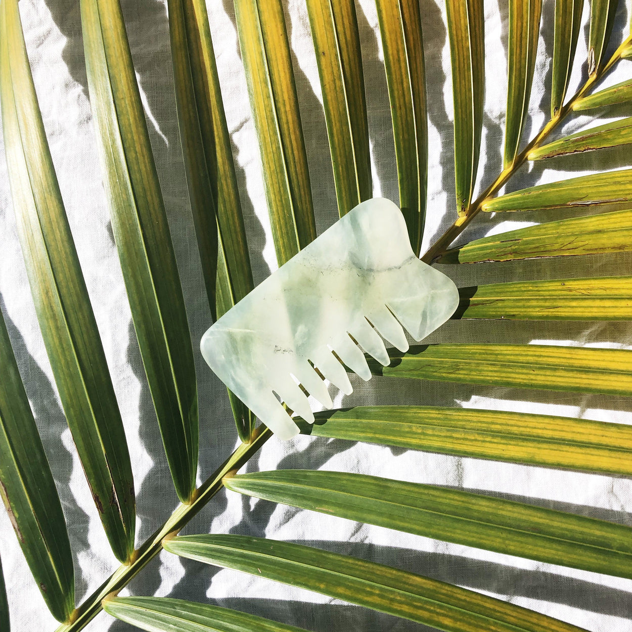 JADE GUA SHA BOARD AND COMB - THESEEKE