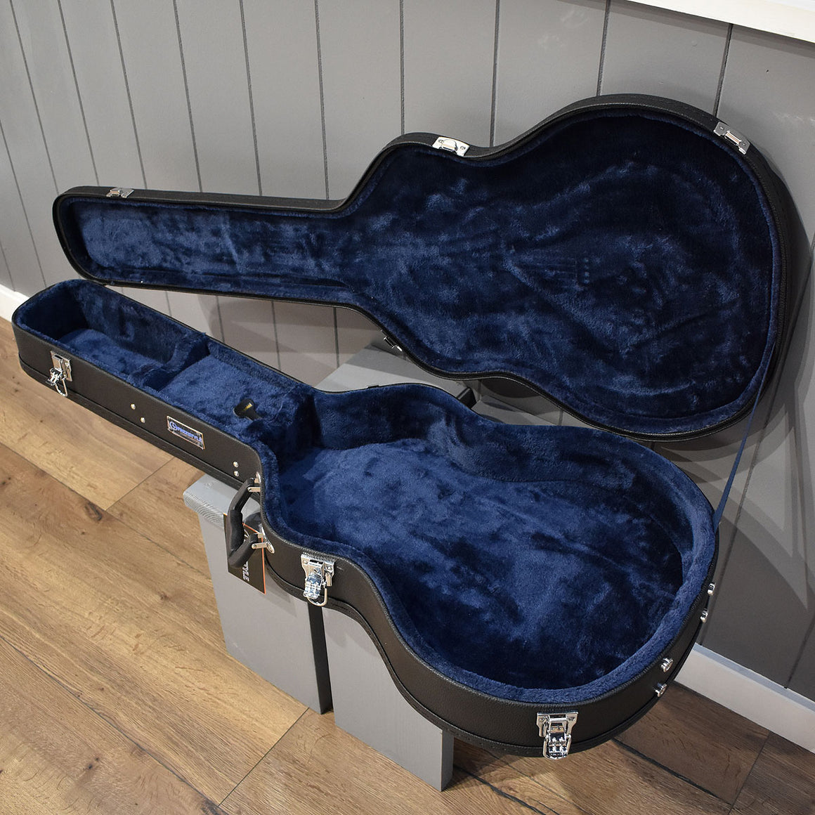 Freestyle 335 Hard-Shell Wood Guitar Case