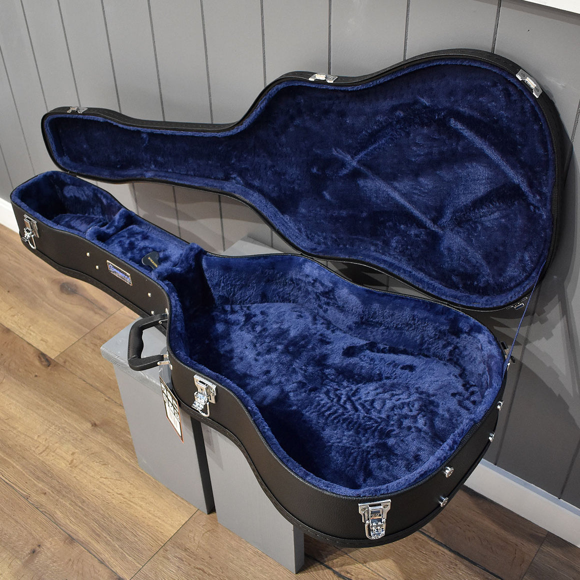 Freestyle Dreadnought/12-String Hard-Shell Wood Guitar Case