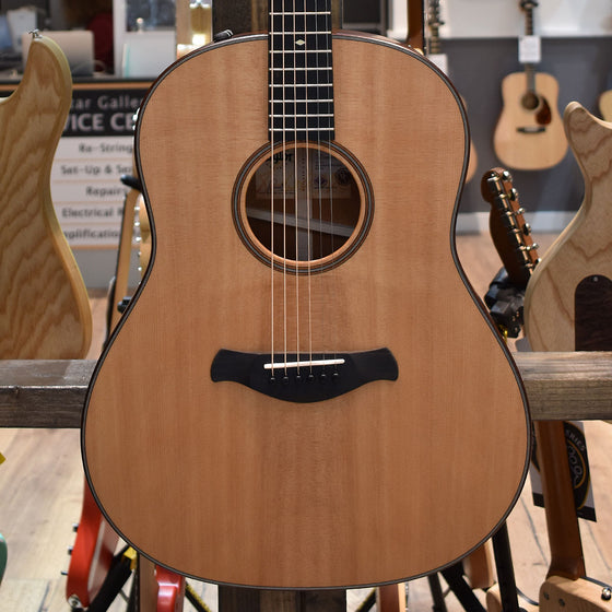 Taylor Builder's Edition 517e Grand Pacific Electro Acoustic Guitar V-Class Bracing with Hard Case