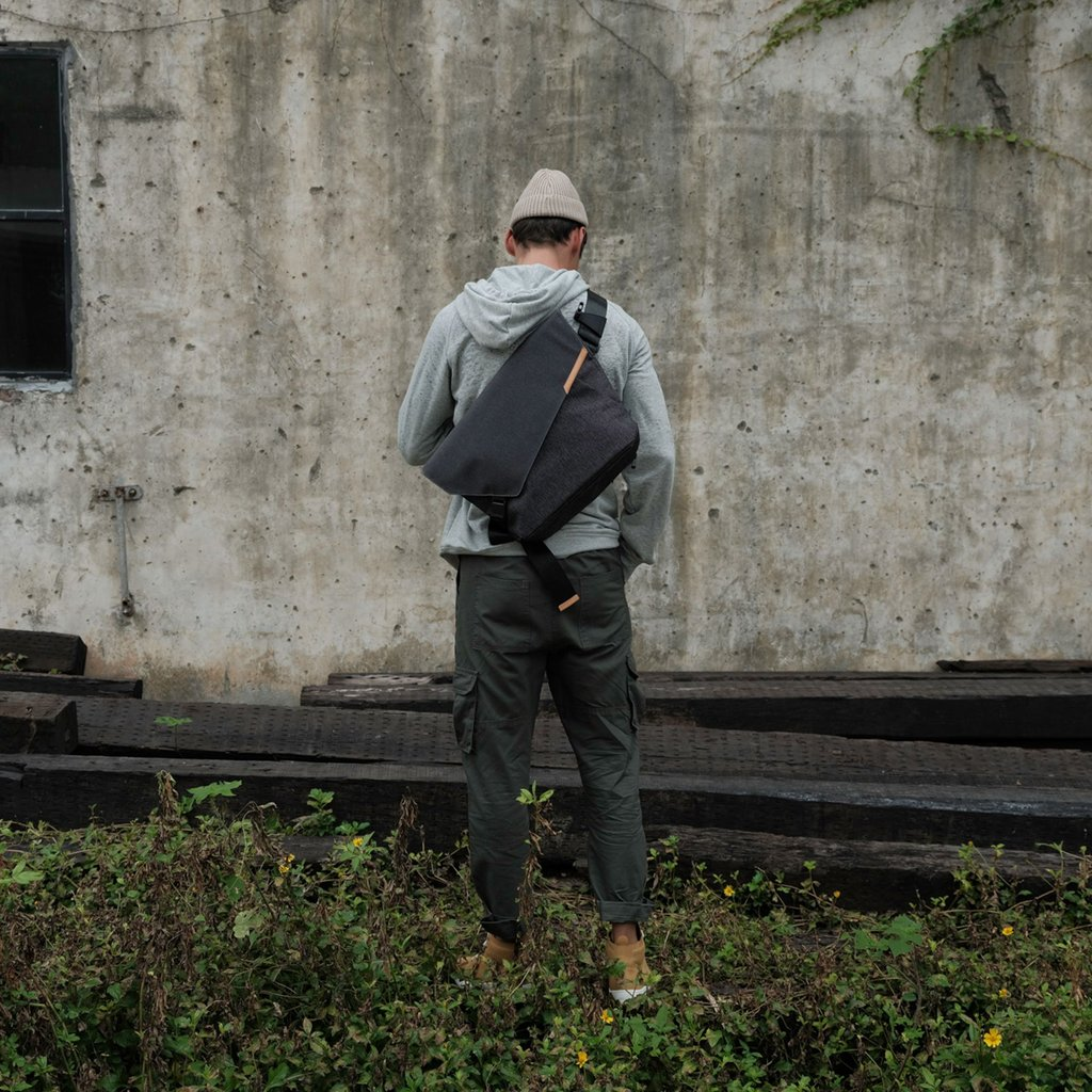 URBANATURE GEO Sling Messenger Bag