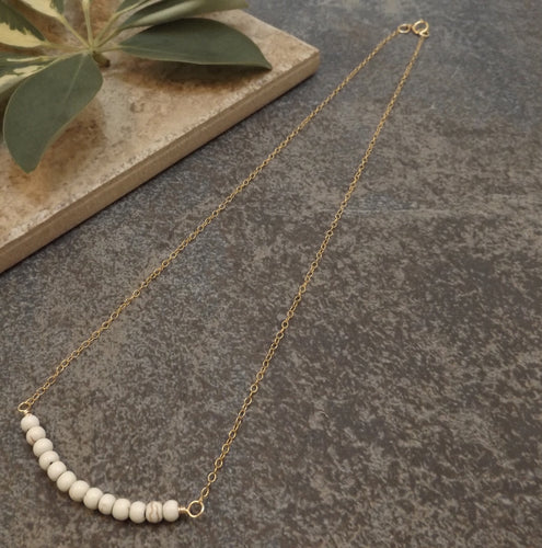 Bijoux - Natural Howlite and Gold Necklace