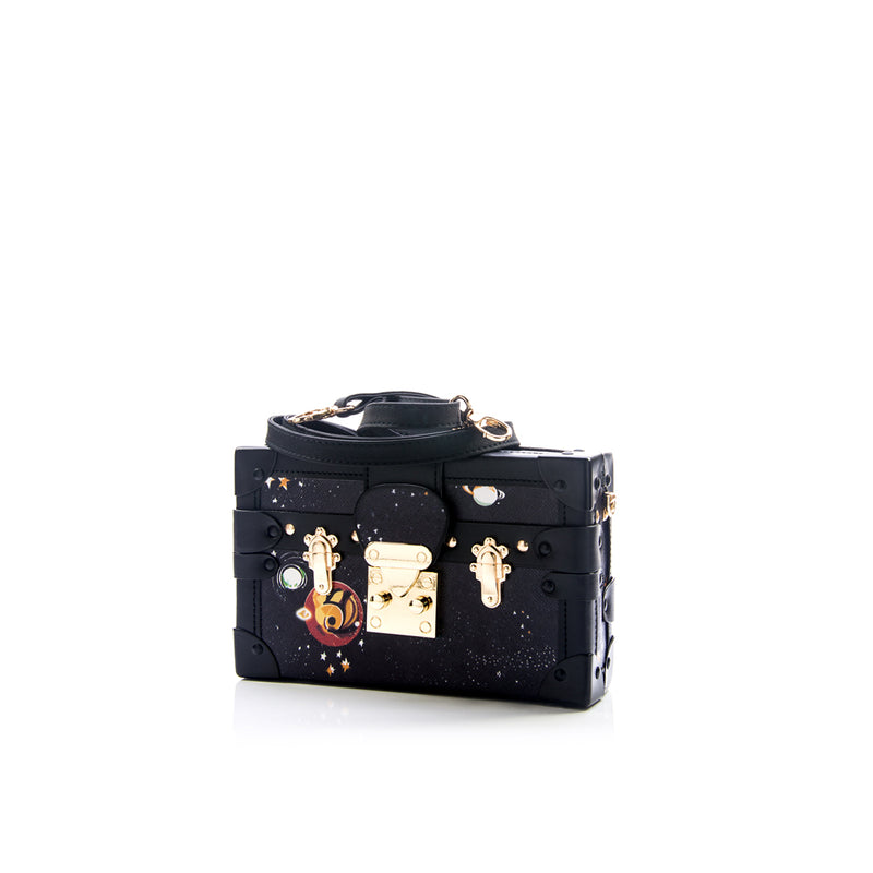 Treasure chest clutch
