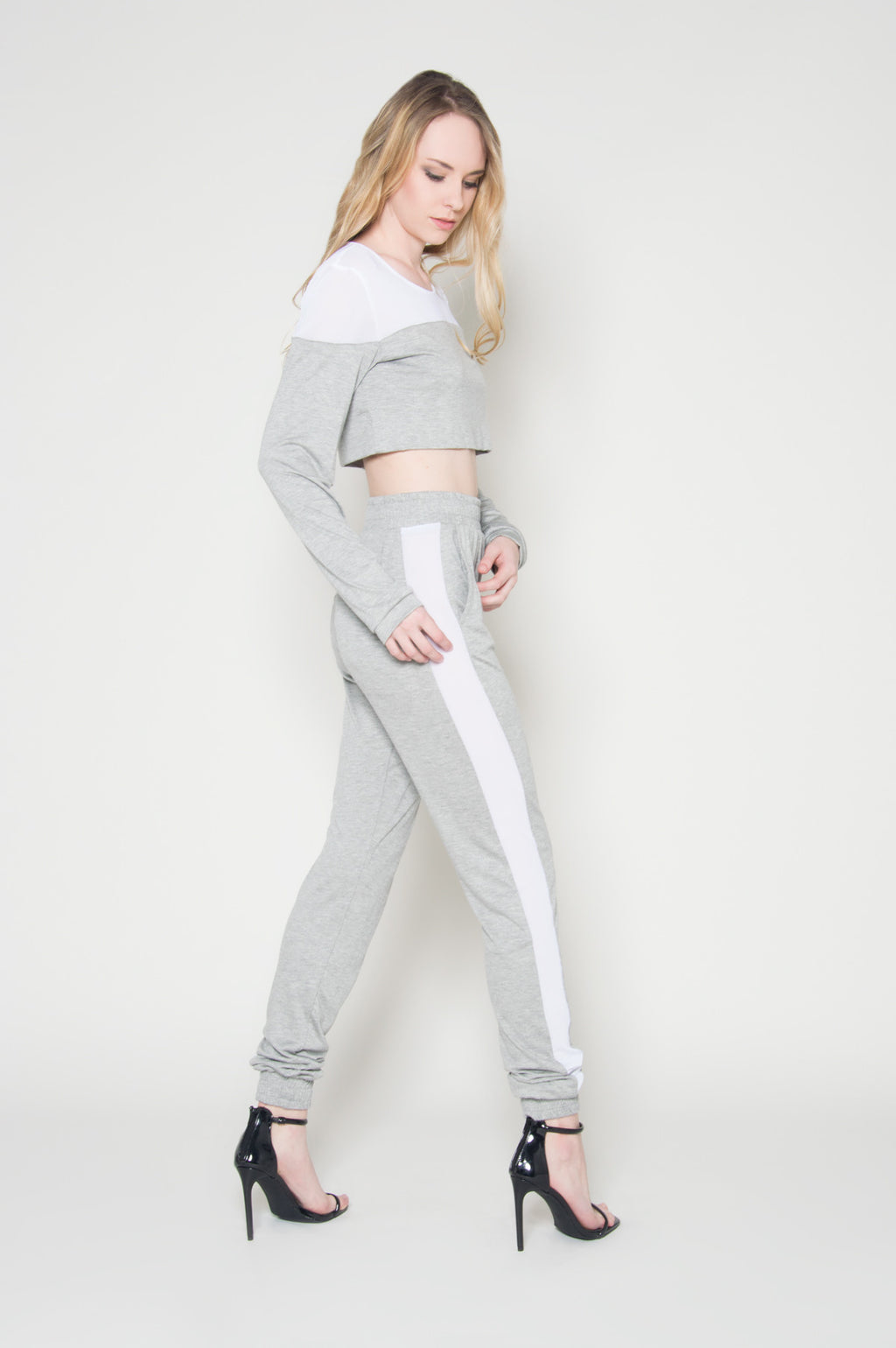 Run the world crop top jogger set, Sets