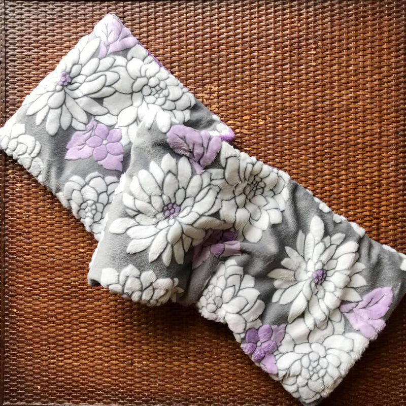 "28"" long heatable and freezable spa wrap with a gray background fabric with white and purple flowers"