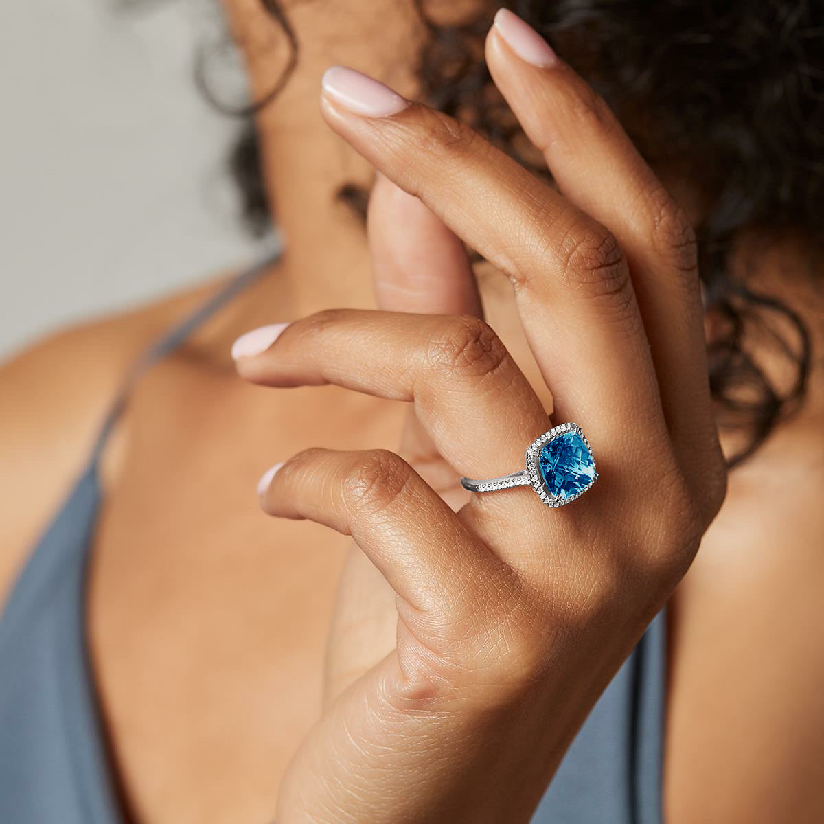Cushion cut London blue topaz and diamonds ring - 5