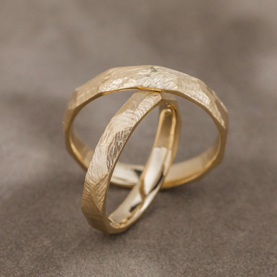 Scratched gold wedding band set - 4