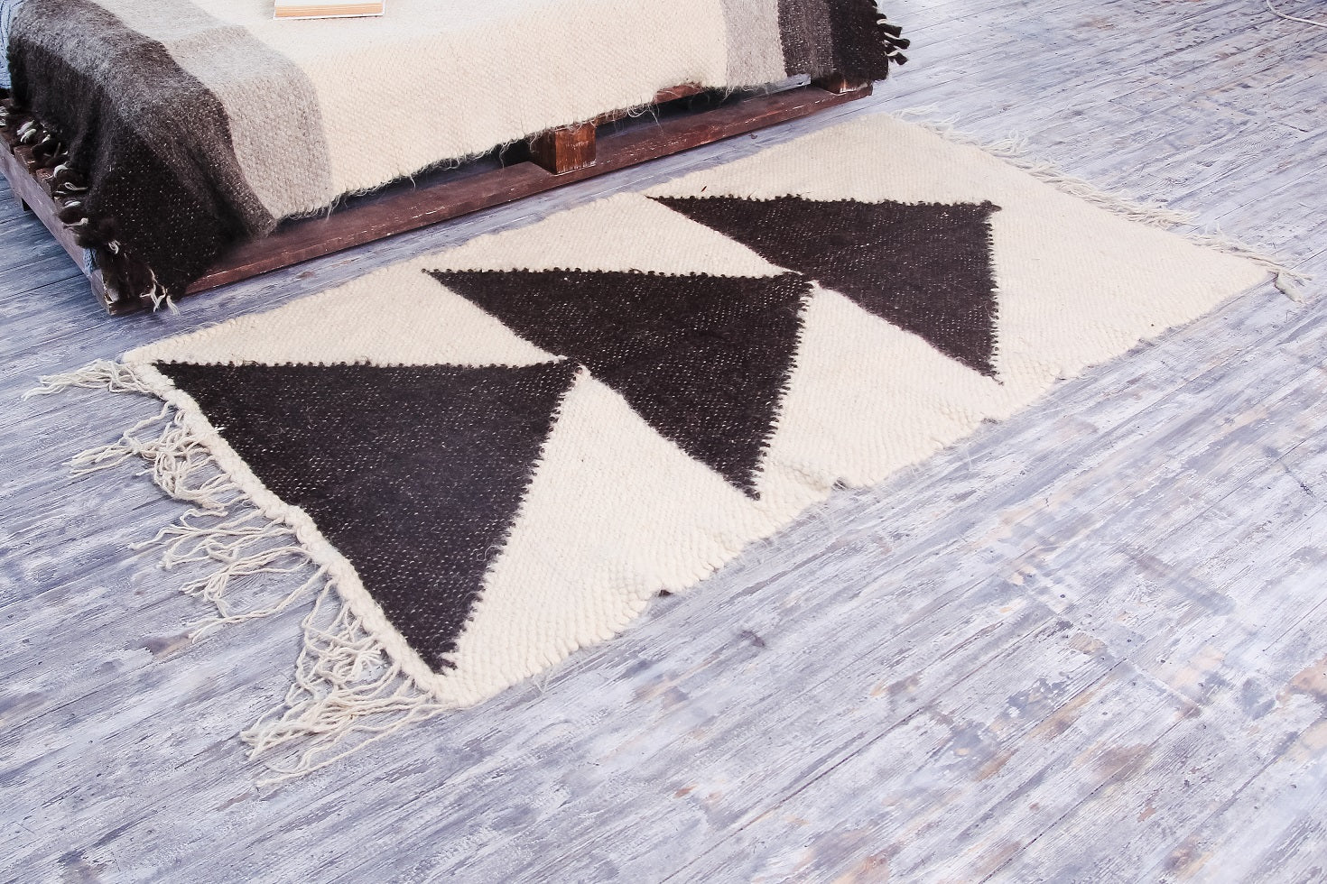 White black floor rug for kitchen - 1