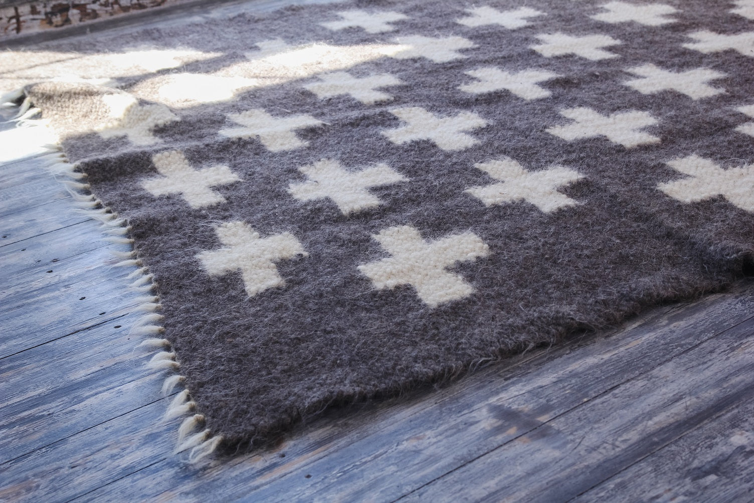 Swiss cross area rug - 3