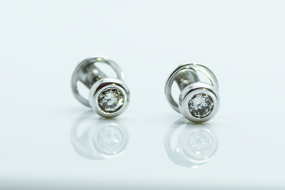 Round diamond stud earrings - 4