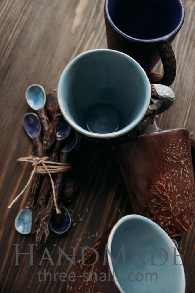 coffee cups and mugs