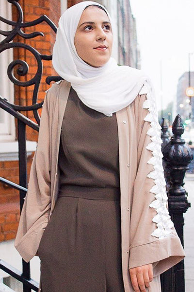 Outfit Hijab Beige White Lace Sleeve