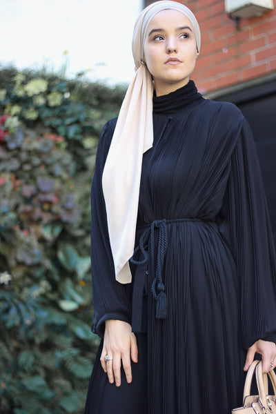 Best Design Of Abaya That Are Cheap and Stylish Black Pleated Dress with Belt
