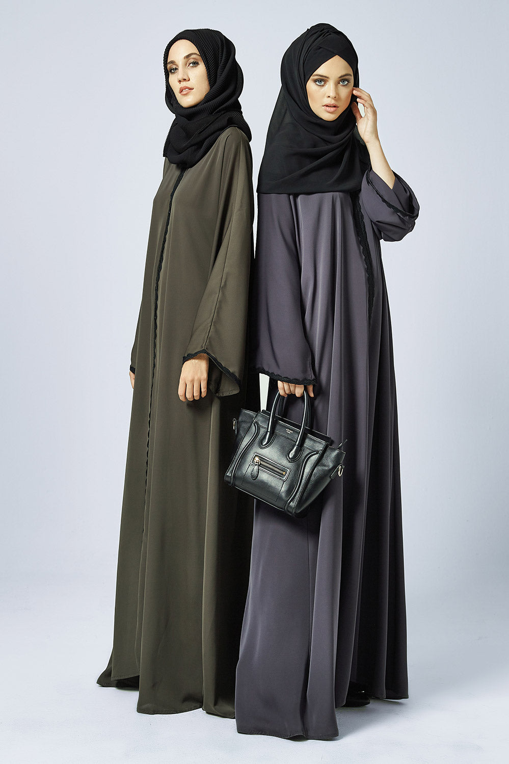 Closed Abaya in Grey with Lace in Silk