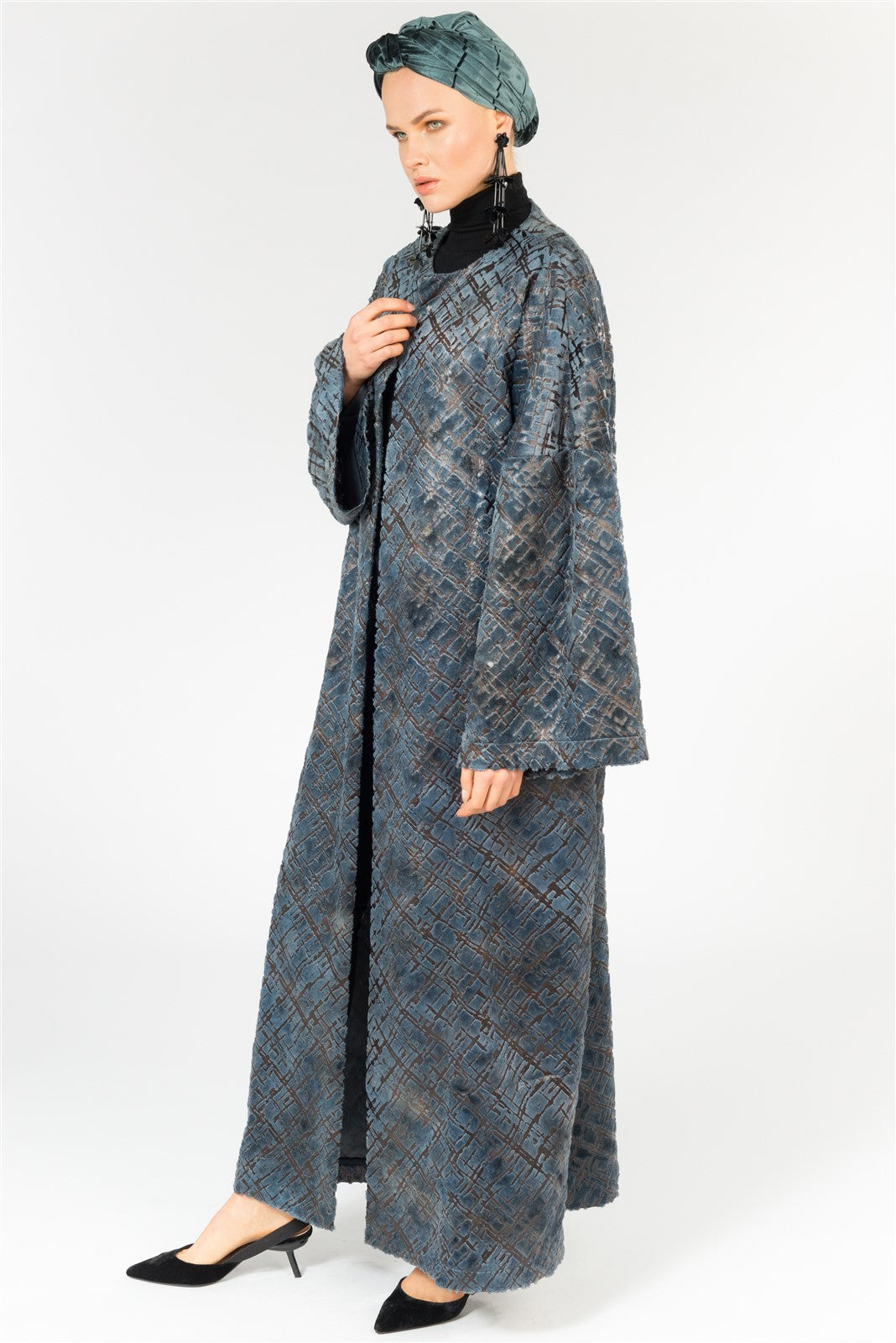 CRUSHED EFFECT VELVET ABAYA