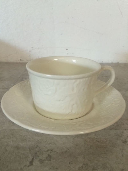 9c ups 8 plates / Mikasa English Countryside Cup and Saucer & 4 large plates. 4 medium plates. 10 small plates. 10 sauces / Plate ...