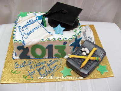 Graduation Cake with Calculator - Accounting Grad