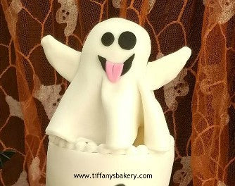 Halloween Ghost Emoji on Round Cake
