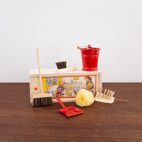 Doll Size Cleaning Accessories- Red