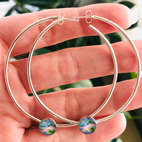 hoop earrings for Alzheimer's awareness displayed in hand