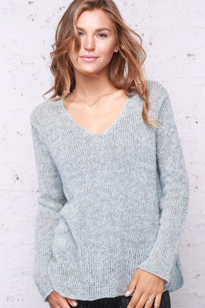 Women's Marled Shirt Tails V-Neck Lightweight Sweater | Wooden Ships Knits