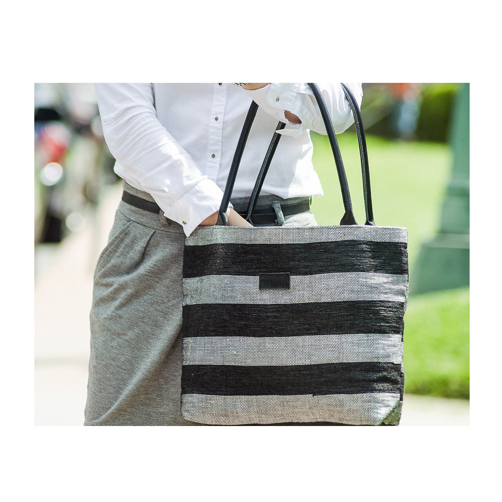 Tote Black & Withe