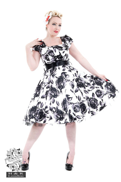 Hearts and Roses White and Black Floral Vintage Dress 18-26
