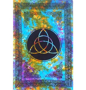 Tapestry Triquetra Tie Dye | Carpe Diem with Remi