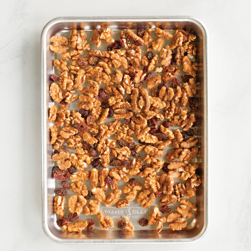 Nordic Ware Naturals Aluminum Commercial Baker's Quarter Sheet with Lid_granola_no lid