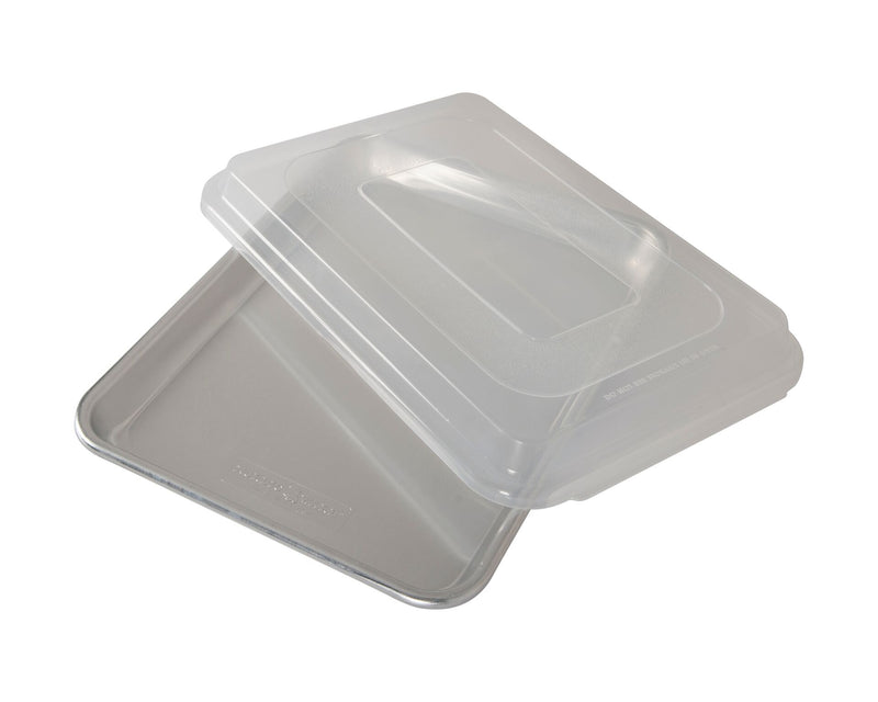 Nordic Ware Naturals Aluminum Commercial Baker's Quarter Sheet with Lid