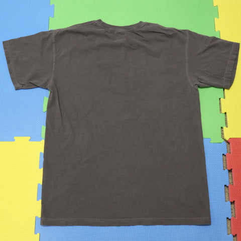 Dé Brevitate Vita Comfort Color Charcoal Tee - The Phi Concept