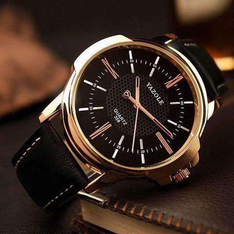 Men's Leather Strapped Quartz Watch