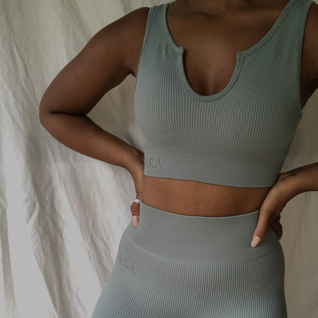 Ribbed notchneck sports crop - Malachite green - Preorder