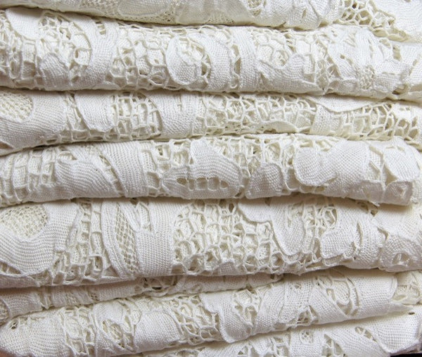 Antique Lace Bedcover Folded Pandora de Balthazar