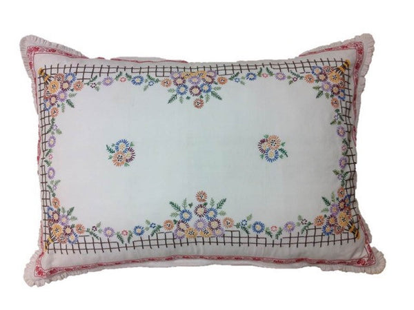 Pandora de Balthazár Multi-Color Linen decorative pillow cover with a nosegay motif.