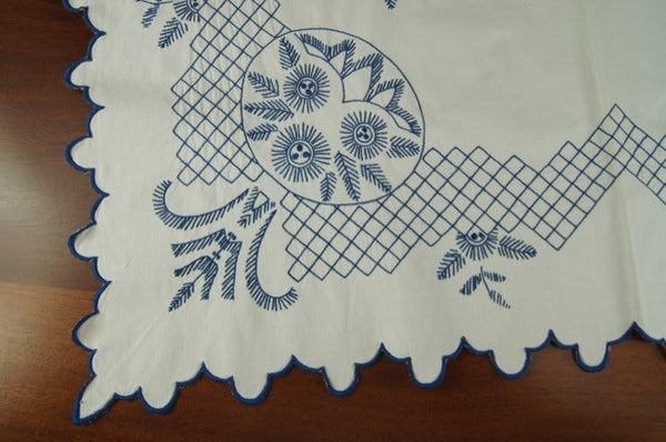 Blue and White Feathers Flowers Tablecloth Corner