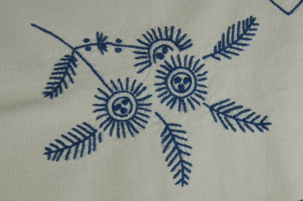 Blue and White Feathers Flowers Tablecloth Detail