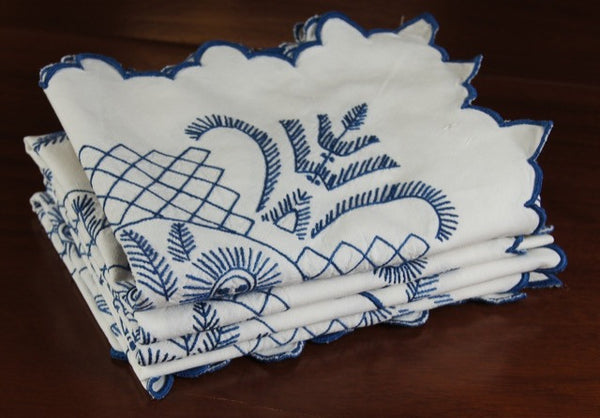 Blue and White Feathers Flowers Tablecloth Folded