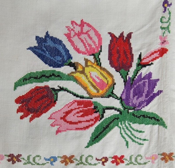 Cross Stitch Tulip Tablecloth Bouquet