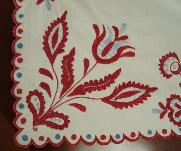 Rare Linen Raised Embroidered Table Runner Corner