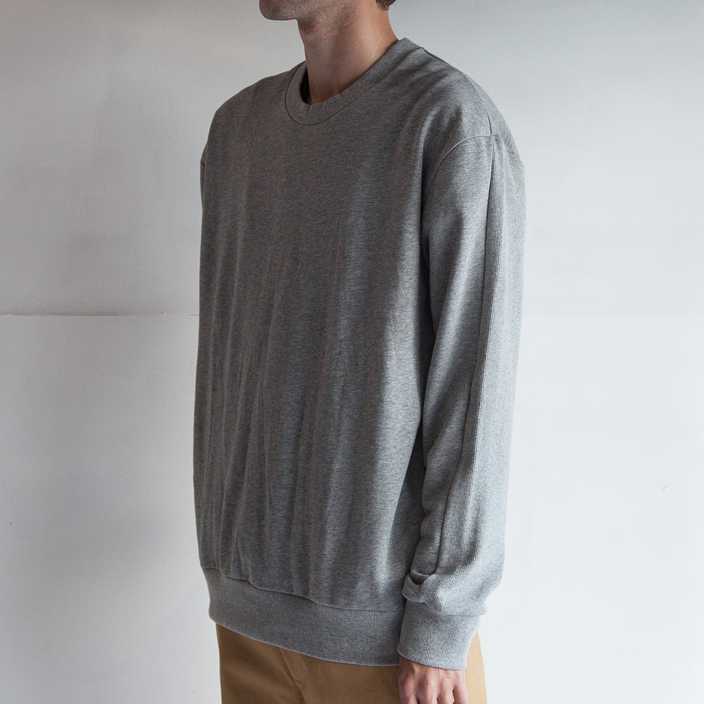 THE '3' SWEATER / GREY.