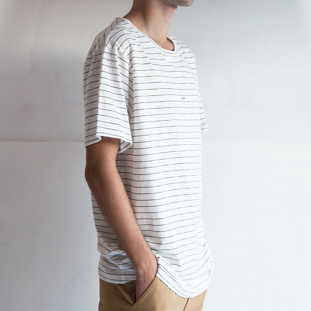 THE STRIPED REGGIE TEE / EARTH.